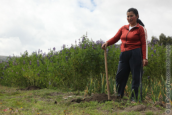 Luz America: Self-Taught Entrepreneur in Ecuador Makes Brooms from River Reeds